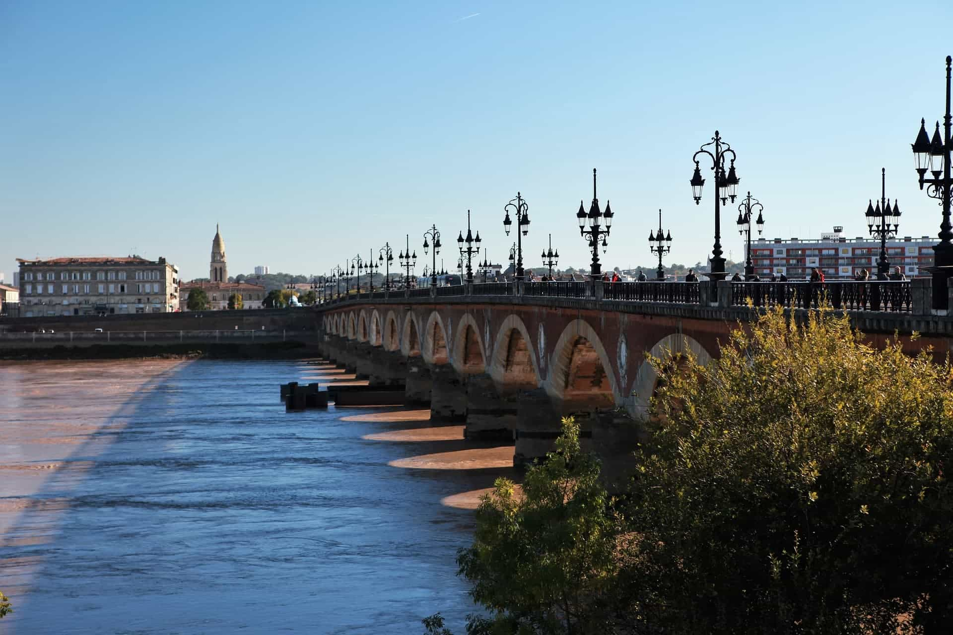 learnenglish1-2-1-Locations-Bordeaux