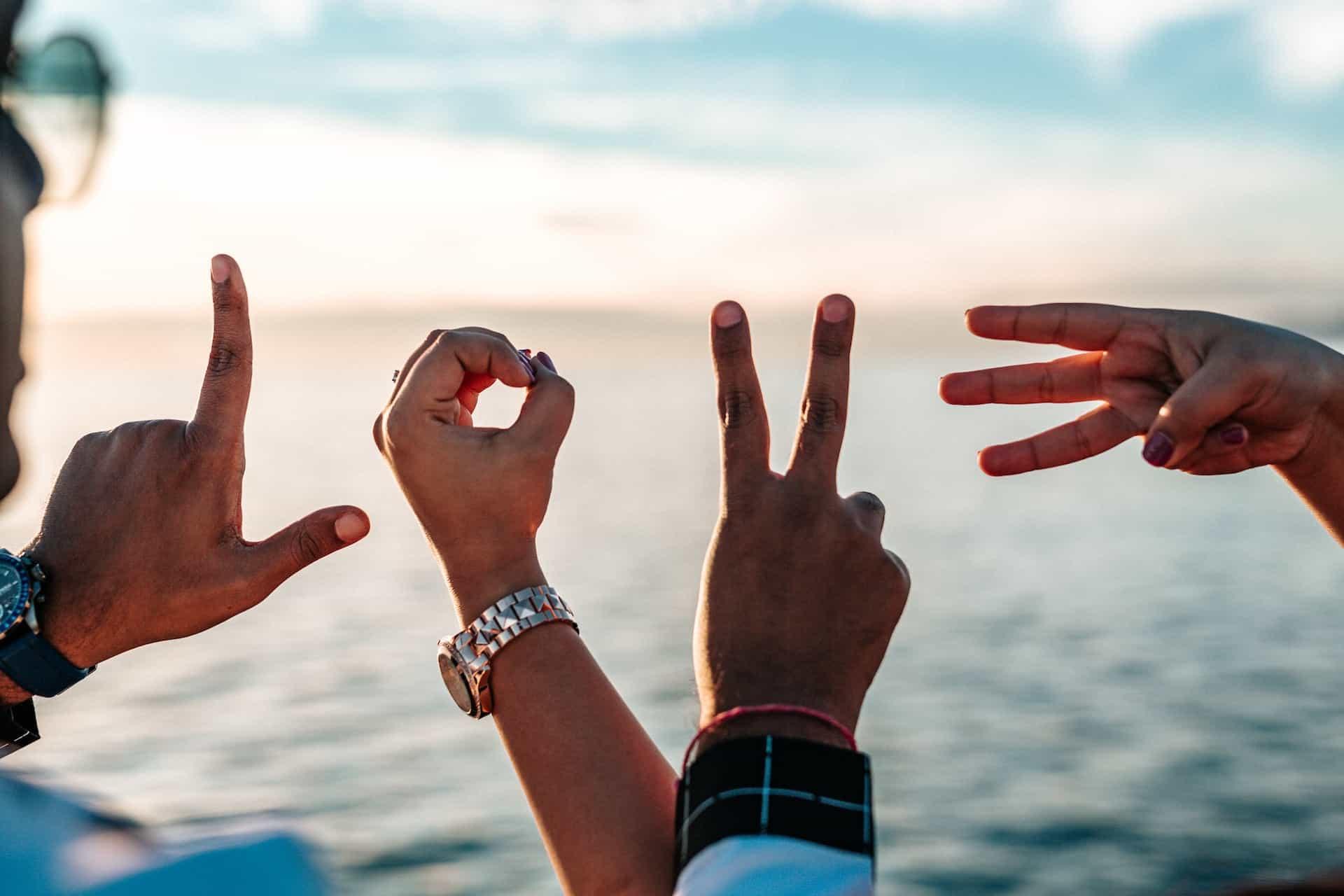 Il diverso significato dei gesti delle mani